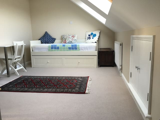 B&B bright loft room- tennis easily accessible - London - House