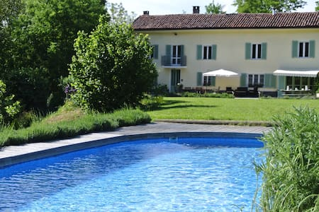 Charming farmhouse hideaway with pool near Asti