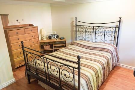 Chambre spacieuse et confortable - Brossard