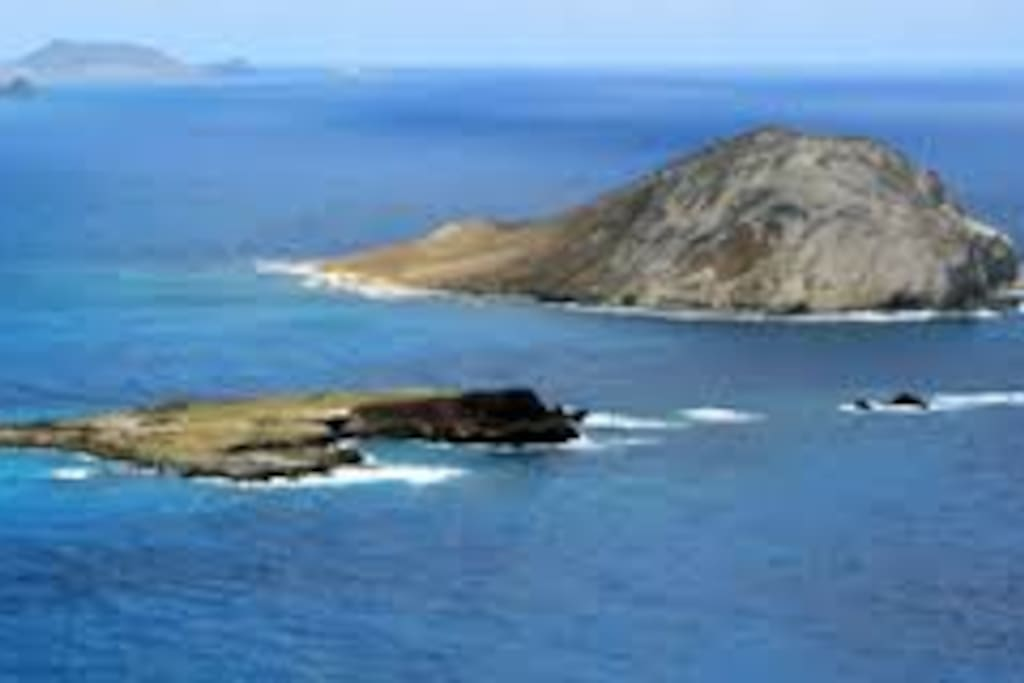 view from Makapu'u Lighthouse Hike - 4.8 miles away