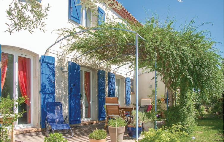 Holiday cottage with 4 bedrooms on 150 m² in Laverune