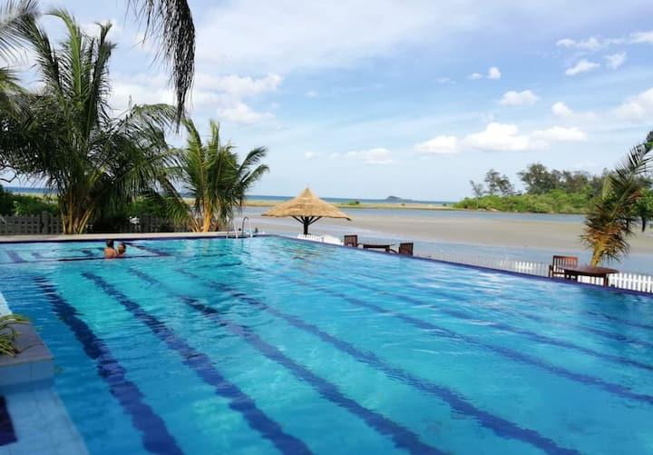 Lagoonandseaviewfantastic swimmingpool.restaurent.