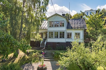 1870s house very close to the city and the sea. - Nacka - House
