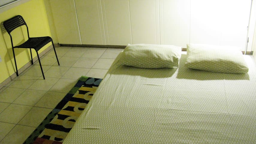 Clean room with best hospitality-Private bedroom - Aglantzia - Apartamento