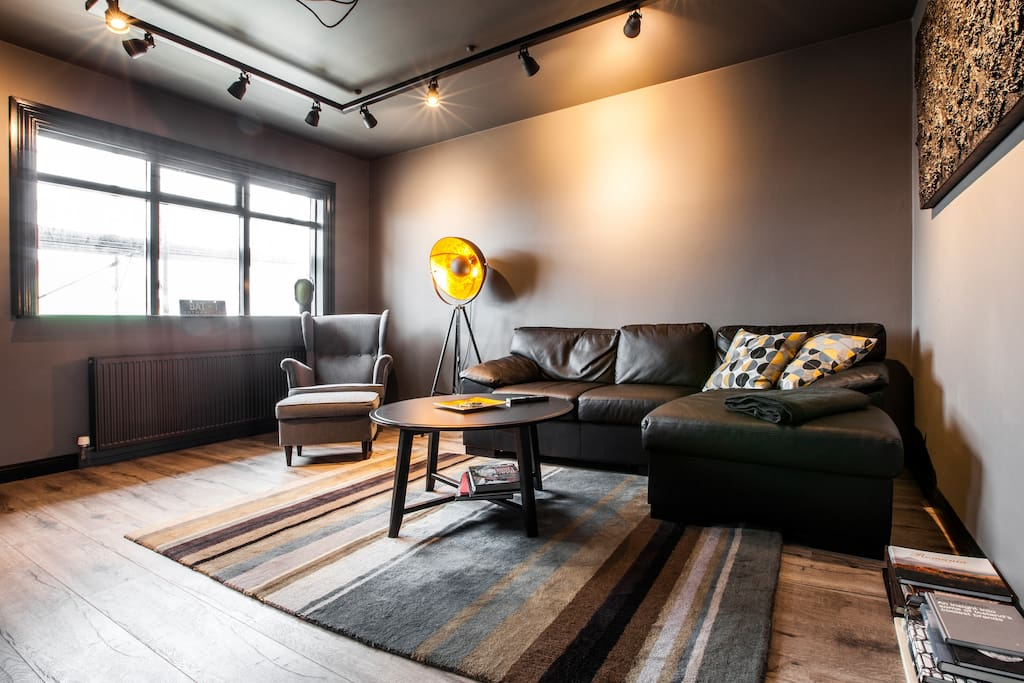 bruce wayne s secret hideaway wohnungen zur miete in reykjav k island. Black Bedroom Furniture Sets. Home Design Ideas