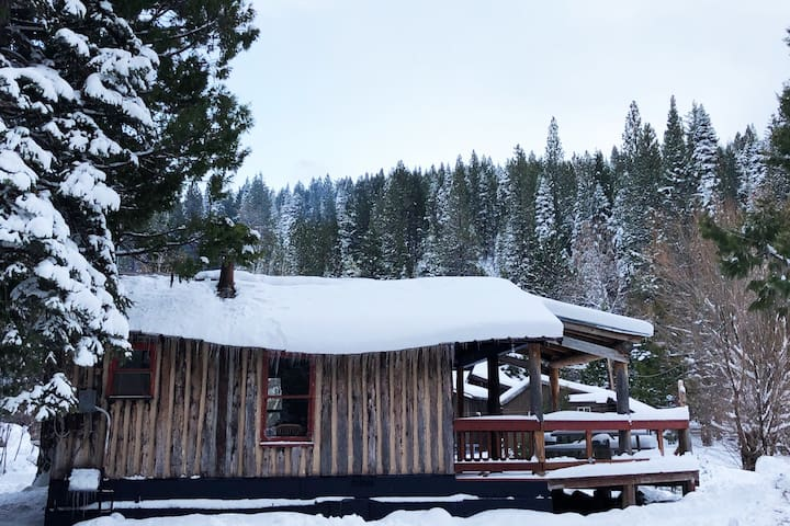 WOODSMOKE - MODERN CABIN AT CANYON RANCH RESORT