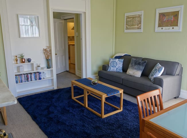 Inner City Stylish Apartment with Private Parking
