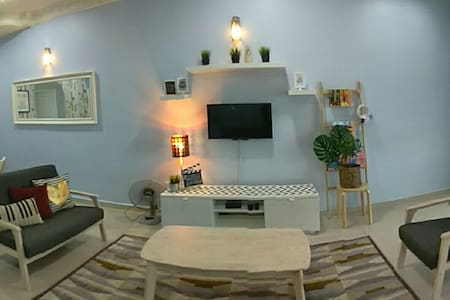 CP Guesthouse (4 bedrooms) - Lumut - Hus