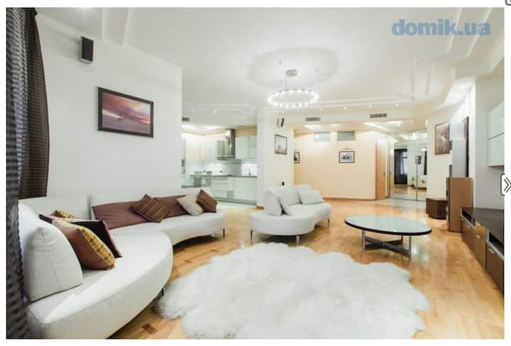 Modern Luxury Apartment in Pechersk