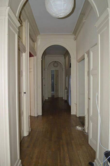 Entrée et couloir.