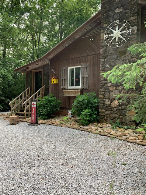 Scenic Hwy, Heart of Tigerville, Modern Cabin
