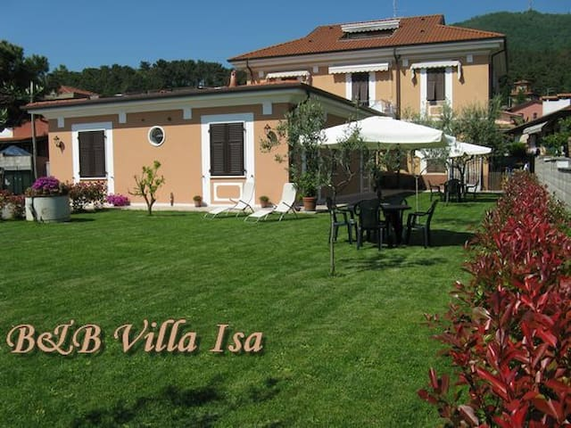 B&B Villa Isa, bed and breakfast - Carrara - Bed & Breakfast