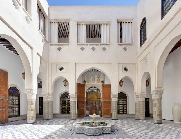 Luxury, stylish and confortable historical Riad - Fez - Pousada