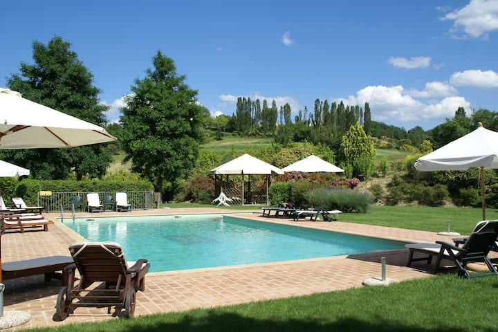 Spacious Holiday Home in Montone with Swimming Pool