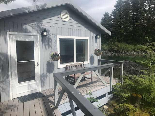 Private Island Retreat-Gavin Cabin 5 min to Sitka.