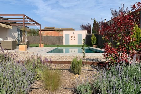 Charming house with swimmingpool in Emporda