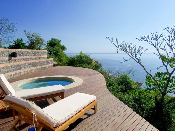 Villa Paraiso: Ocean View Balcony