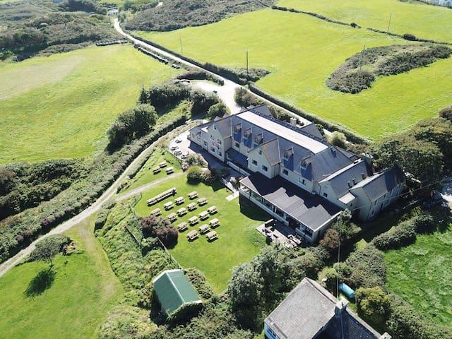 Sherkin House, Stunning Beacon view Sherkin Island