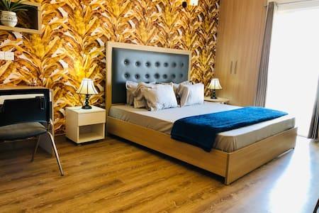 Belmond Court, Ultra Luxurious Service Condominium