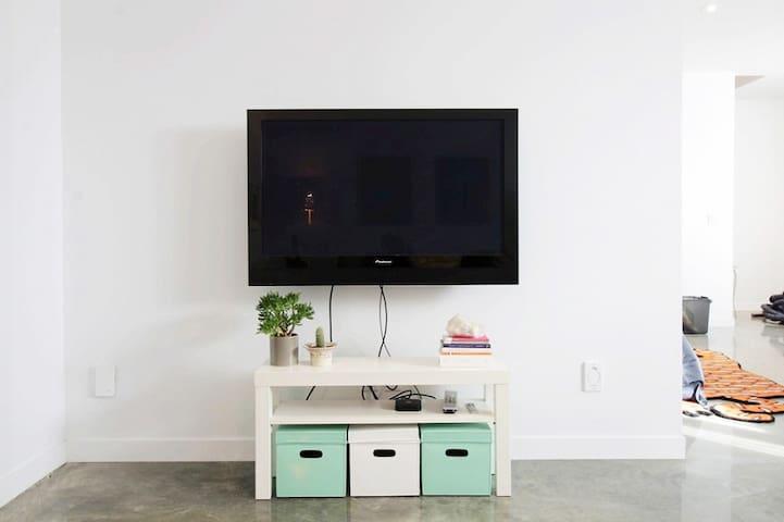 Télévision. AppleTV et Netflix inclus. Wifi haute vitesse.