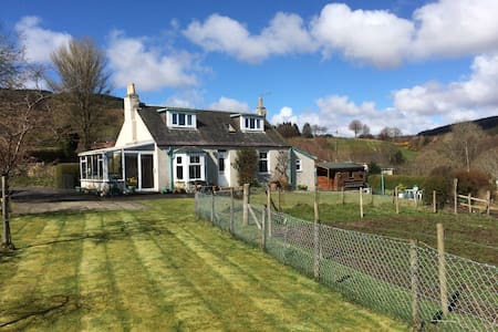 Superbly situated Arran cottage - Lamlash - House