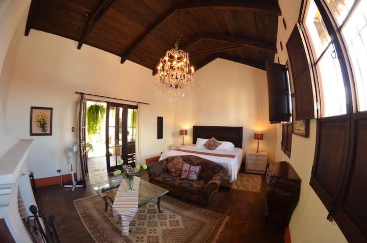 Amazing Suite. Antigua centro. Chimenea y parking