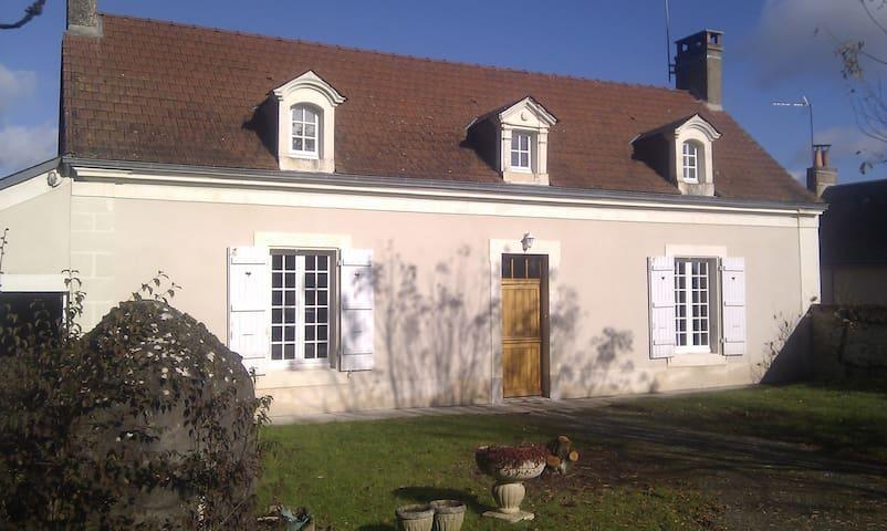 MAISON PROCHE DE LA FORET ET 24H - Beaumont-Pied-de-Bœuf - Hus