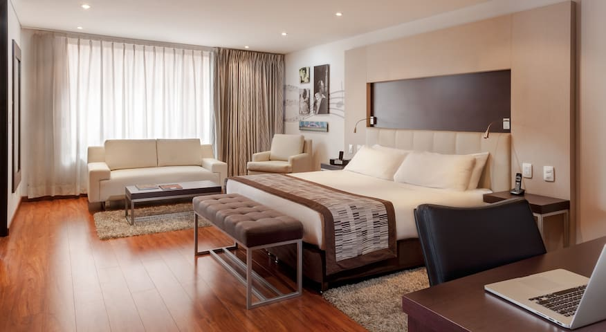 Jazz Apartments. Junior Suite. 1 cama King.