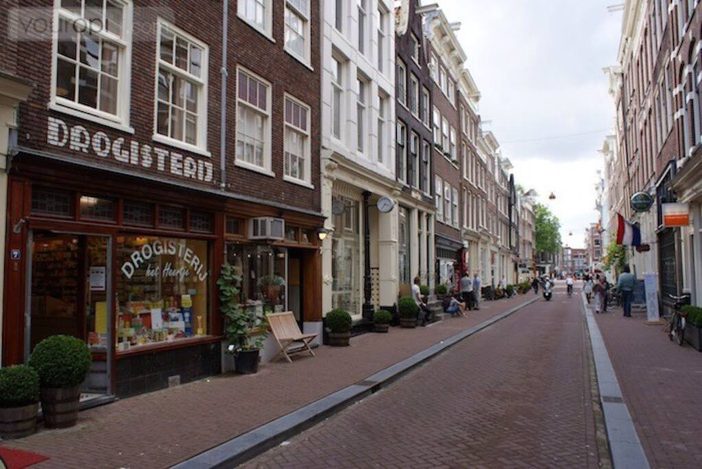 Prinsenstraat is a quiet but supercentral street in the famous Jordaan district.