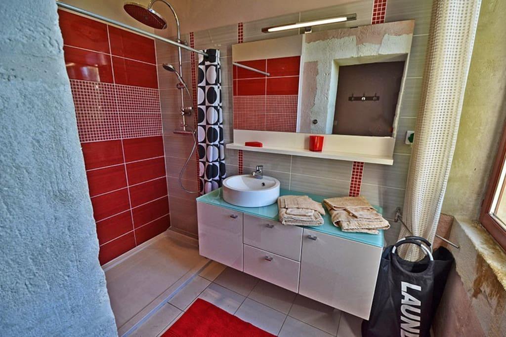 salle d'eau 2 (zone séparée avec chambres 2 et 3)