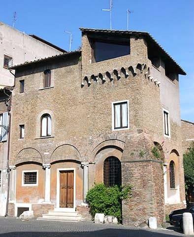 Trastevere - La Torre dei Mercanti  - Roma - Casa