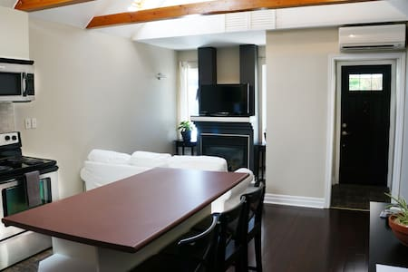 Loft Style One-Bedroom in Toronto's East End - Toronto - Huis