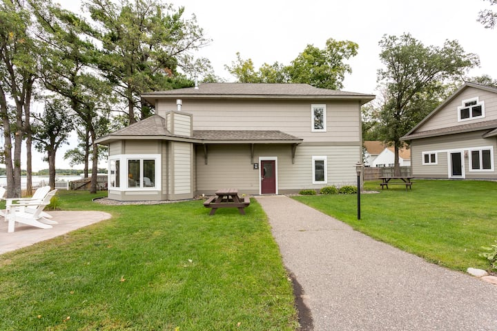 Bay Colony (774) lakefront 2BR/2BA upper-level unit on Gull Lake- Nisswa, MN