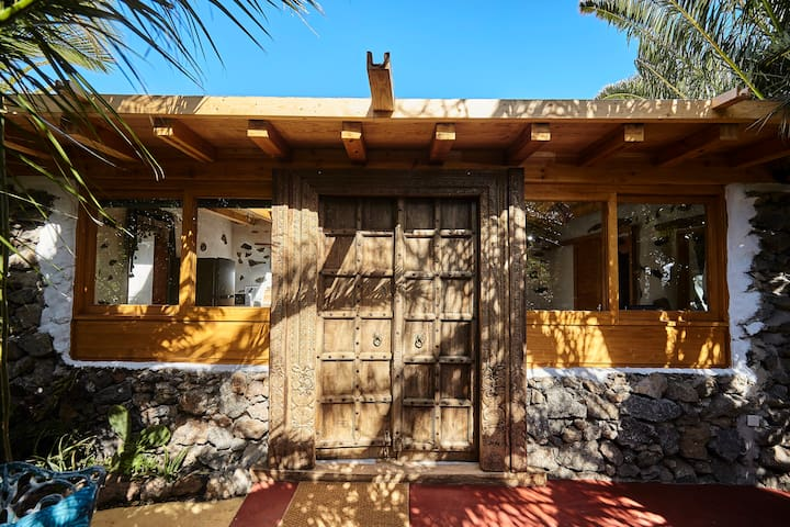A spectacular house in an amazing garden.