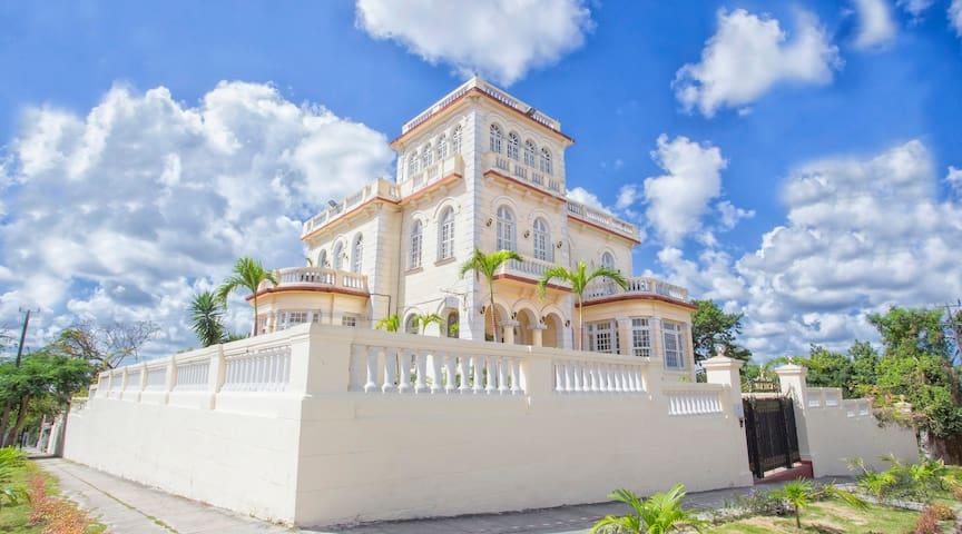 Lavillateresa in Havana Cuba superior room 3