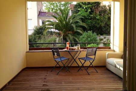 type loft 72m2 + terrasse au centre - Marseille