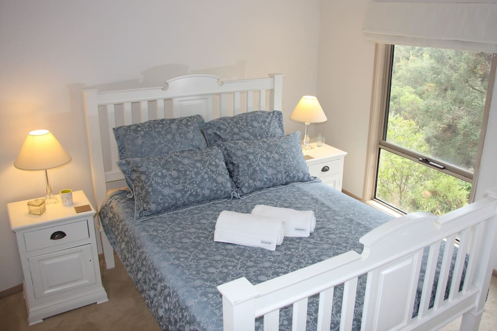 Queen size bed with chiropractic mattress. Bay view from your bed.