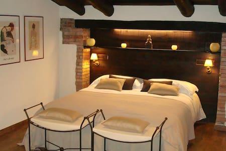 Suite Constanza, jacuzzi i solarium - Sant Quintí de Mediona - Bed & Breakfast
