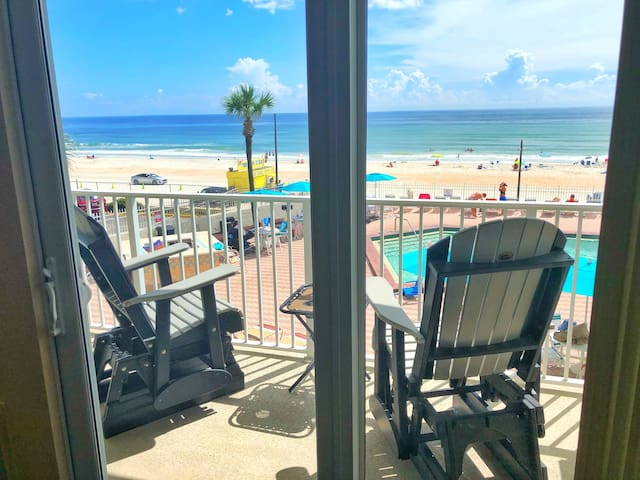 Cozy Ocean Front Studio in Daytona Beach!