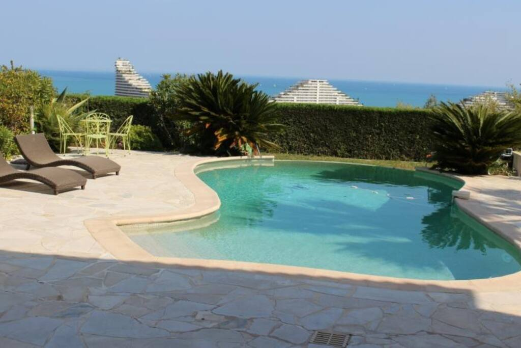 belle villa avec vue exceptionnelle houses for rent in. Black Bedroom Furniture Sets. Home Design Ideas
