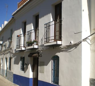 Two bedroom, terraced house - Pinos del Valle - Huis