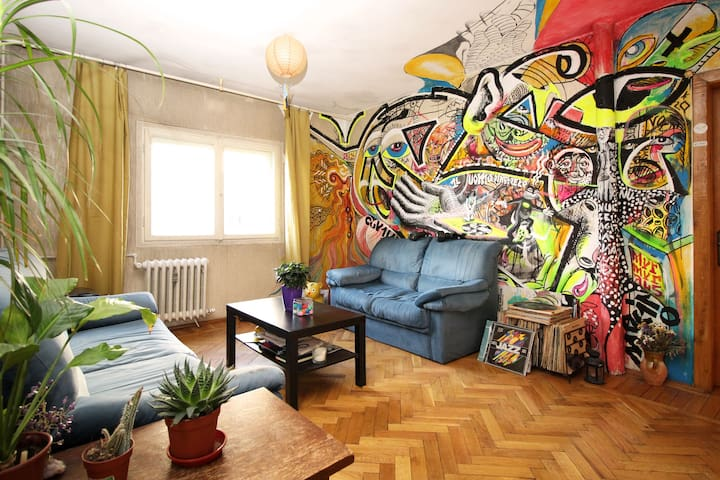 Room in Graffiti Flat (City Center)
