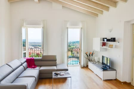 Augustus A11 - Wonderful panoramic 4bdr with pool - Polpenazze del Garda - Lejlighed