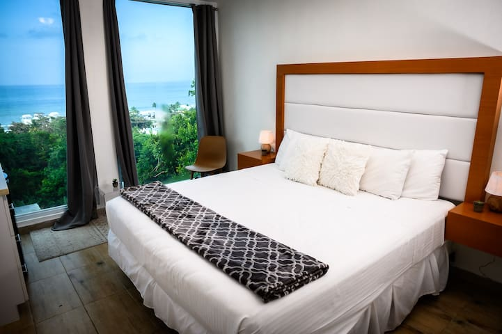 """The Cloud"" Serene Ocean View King bed Suite"