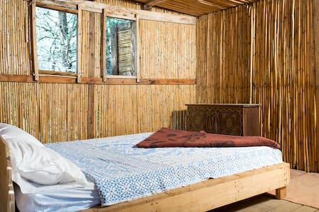 Shanti Treehouse or an eco Bungalow - Beyrouth - Bed & Breakfast