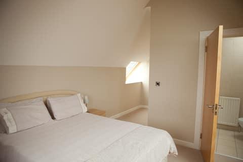 Fabulous king bed en-suite room