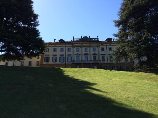 Luxury 200sqm in 19th century villa - Como - Daire