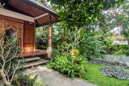 Made Miasa Bed & Breakfast - Bali, Indonesia