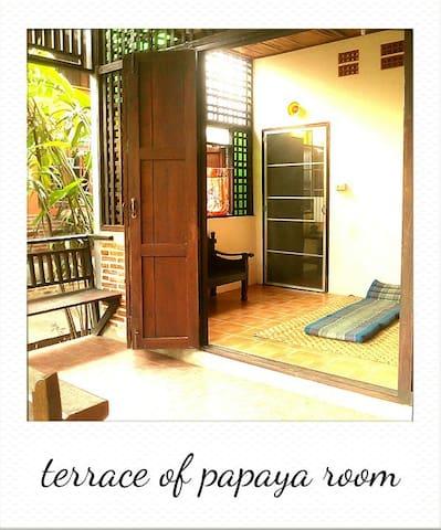 Baankiri Guesthouse - Papaya Suite