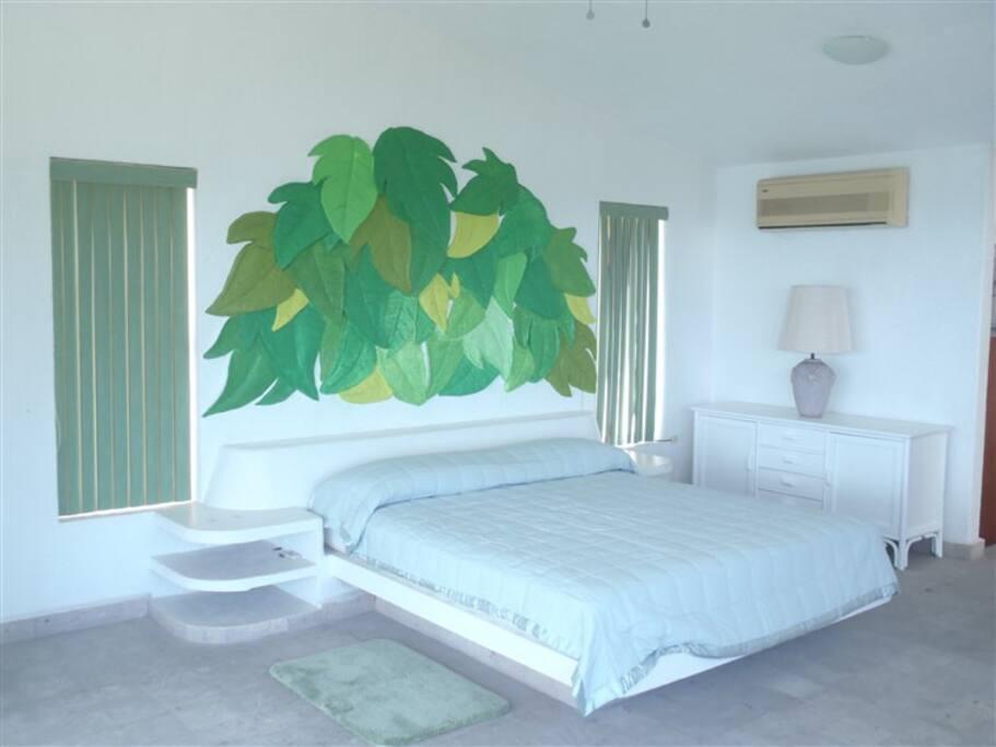 Recamara principal con terraza en 126 m2 ofrece el descanso de los reyes